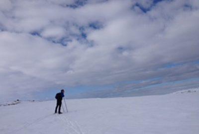 en-person-pa-ski-pa-fjellet