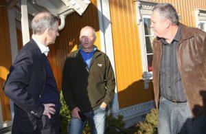 Odd Runar Bråthen (til høyre) og Harry Øie i samtale med Helseminister Jonas Gahr Støre